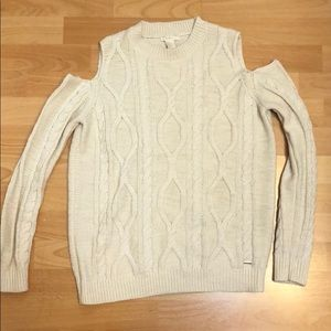 Sweater shoulder cut out